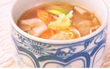 体の芯からぽっかぽかに 長ネギとショウガのあったかスープ